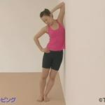 Боковой стрейчинг у стены для стройного тела и тонкой талии