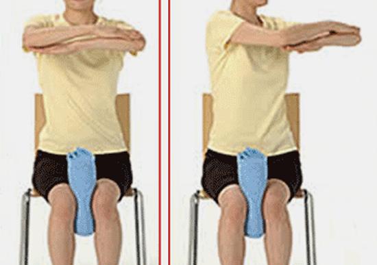 Японские упражнения с книгой и полотенцем подтянут грудь и уменьшат талию