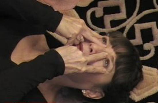 Гимнастика омоложения лица CFF Кэролайн Кливз - Упражнения лежа
