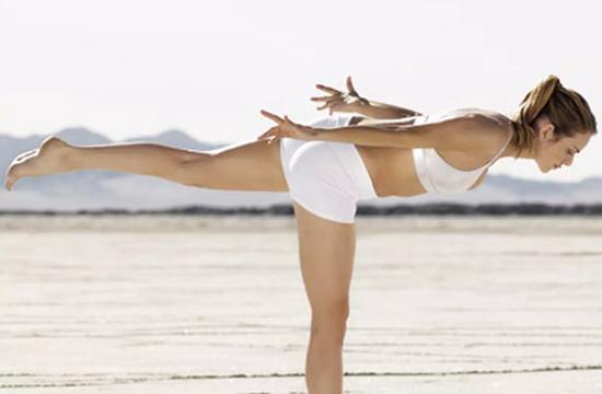 Вырабатываем навык правильной осанки - упражнения на равновесие